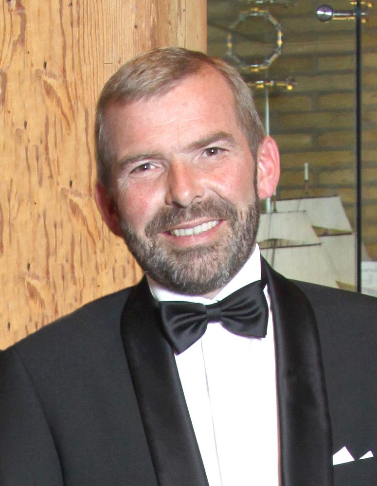 Orkesterchef Eric Enstrøm.  Foto: Olav Vibild.