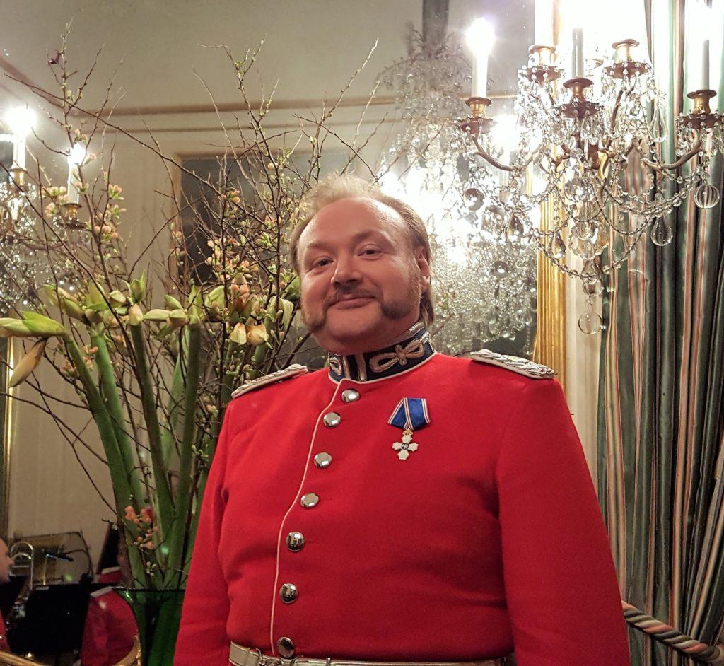 Musikdirigent David M.A.P. Palmquist med sin nye islandske Falkeorden.