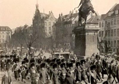 Højbro Plads, Garden trækker op, 1930.