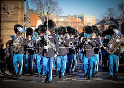 Vagtparaden forlader Kasernen. Foto Lars Mikkelsen 15.02.17
